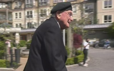 101-year-old Oak Bay, B.C., veteran raising $101K for COVID-19 aid by walking 101 laps