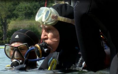 Man celebrates 100th birthday by breaking SCUBA record