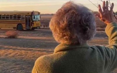 Kids wish a happy 93rd birthday to woman who waves at their school bus every day