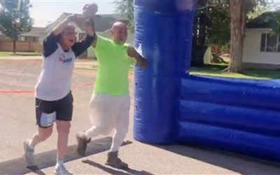Marathoner limping in pain gets help from prisoner on work release to finish race